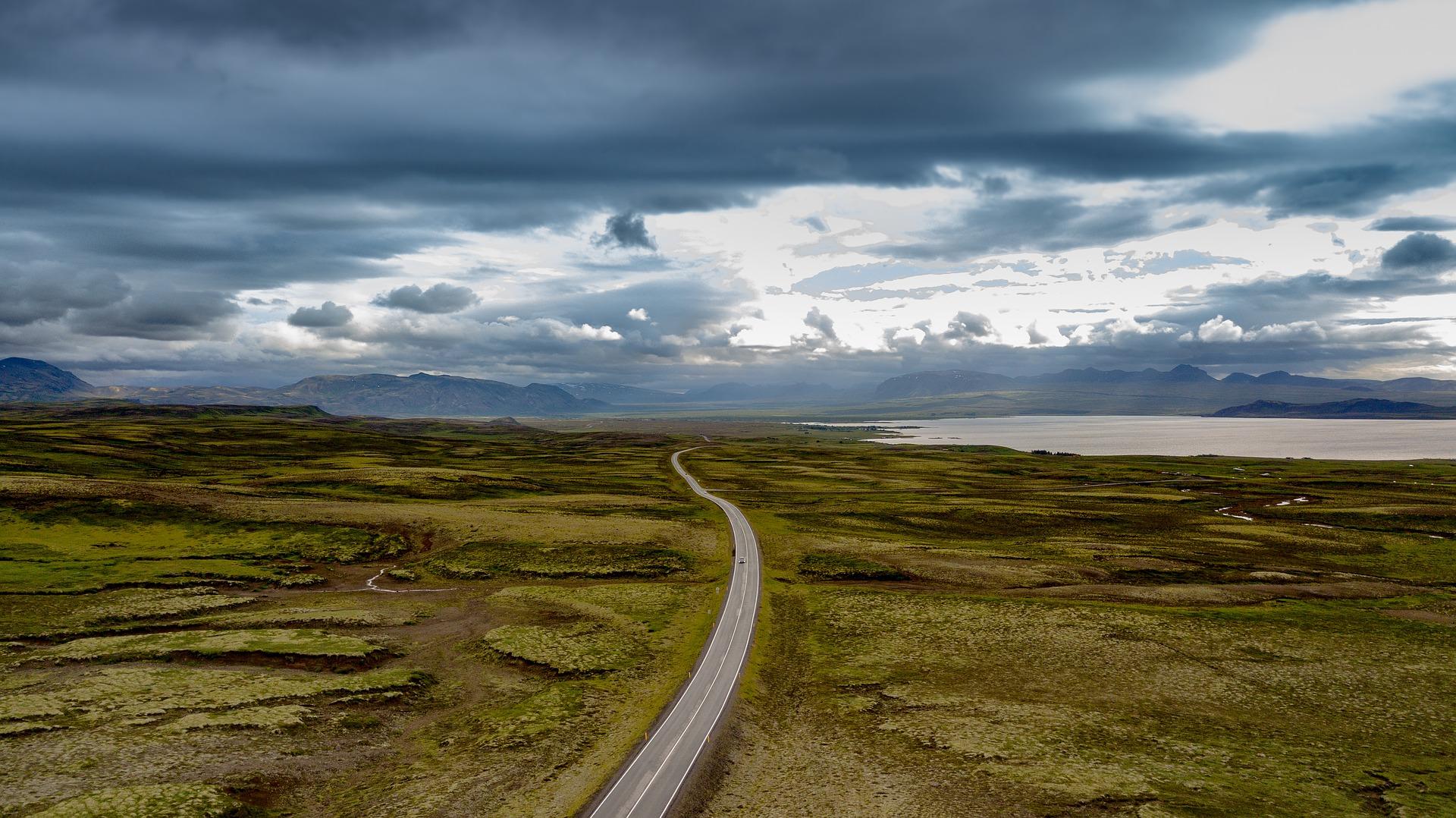 So buchst du einen günstigen Flug nach Island